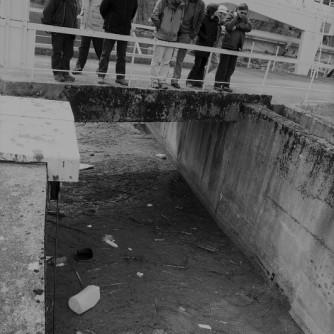Reunion des differents partenaires du projet de la grillle experimentale de blocage des dechets flottants du canal de defeuillage du barrage du plan d'Arem a Fos en Haute-Garonne